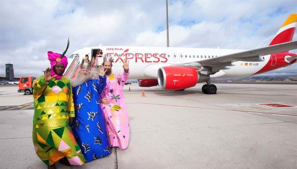 los Reyes Magos a su llegada al aeropuerto Adolfo Suárez Madrid-Barajas
