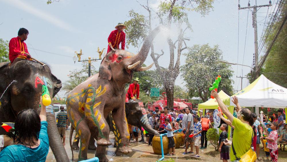 Resultado de imagen para FIESTA DEL AGUA DE SONGKRAN, TAILANDIA