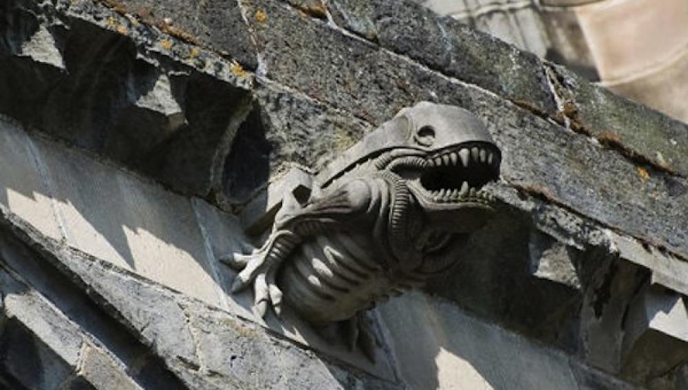 Podrían haber sustituido gárgolas por aliens en una abadía escocesa
