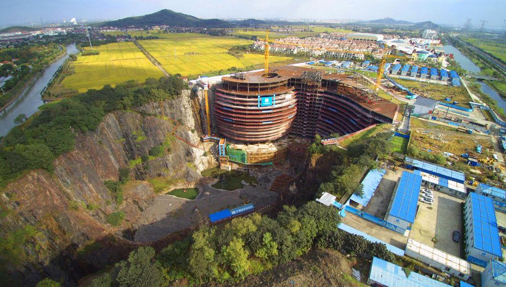 Intercontinental Shanghai Wonderland, en construcción